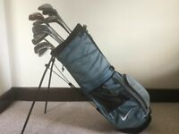 Assortment of 14 golf club, free bag with built in stand