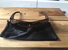 Electric backbone polarised sunglasses