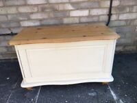 PINE TRUNK PAINTED FARMHOUSE COUNTRY STYLE PINE TOY BOX OTTOMAN