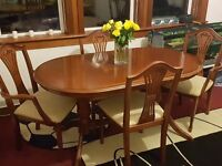 Stunning Dining room table and chairs with extention for sale