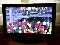 """Hitachi 32"""" TV with Freeview."""