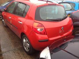 2007 Clio 5dr doors £50 each and rear bumper £50