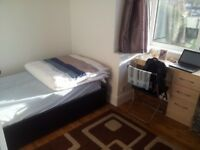 Spacious Room in Croydon Near Waddon Station