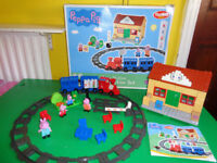 PEPPA PIG TRAIN SET AND STATION (BOXED)