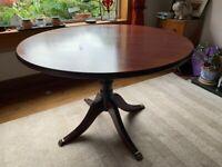 Round pedestal dining table - 106 cm in diameter