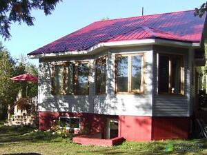 280 000$ - Maison à un étage et demi à vendre à Gaspé