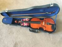 Full-size violin good condition. Perfect for beginners or decoration