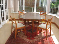 IN VERY GOOD CONDITION - GATE LEG DINING TABLE & 4 DINING CHAIRS (CAN DELIVER)