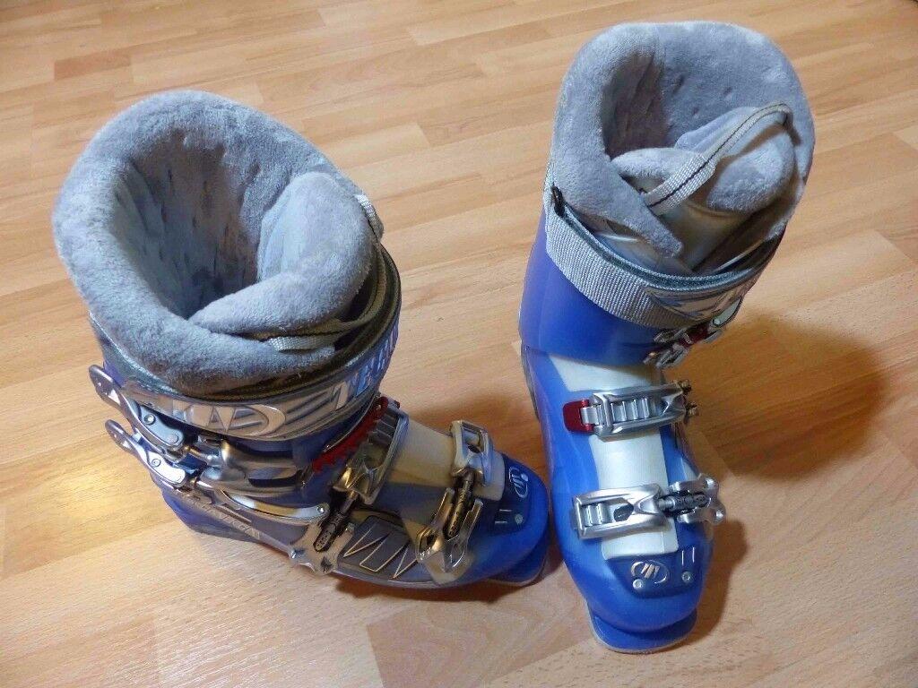 Blue ladies Tecnica ski boots