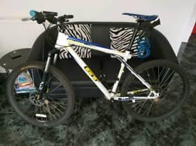 GT Avalanche 3.0 mountain bike