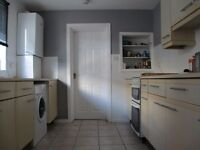 2x DOUBLE ROOMS TO LET * All INCLUSIVE * £420 /450pcm * BRUCE STREET. SN2 2EW