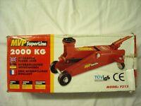 Hydraulic floor jack 2000Kg. MVP Superline Model F313