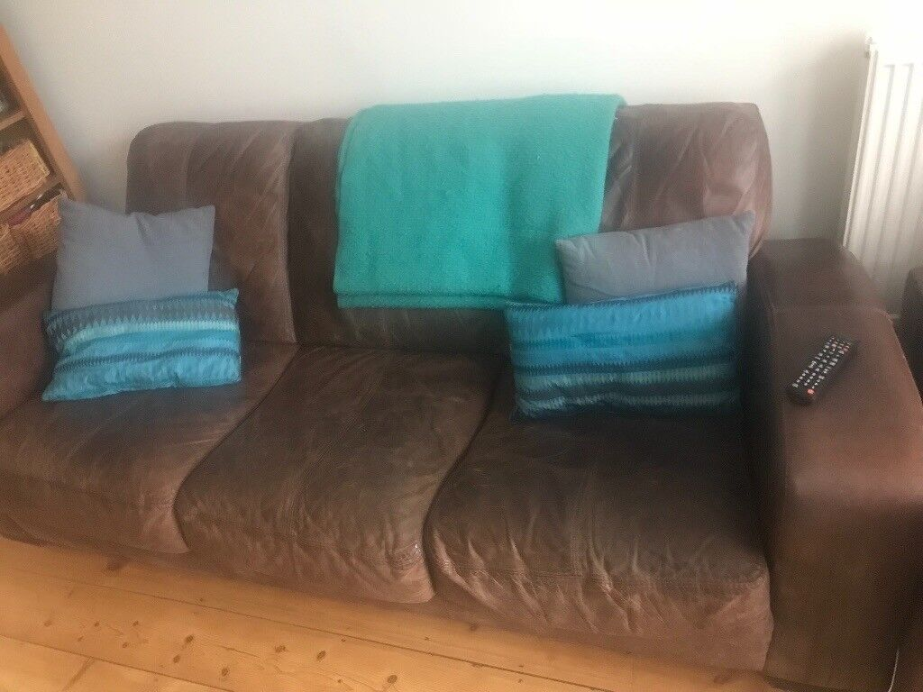 Really comfy and stylish 3 seater leather sofa