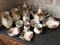 Royal Albert Old Country Roses Set! Perfect Condition,