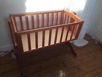 Swinging crib fits a sleepyhead pod