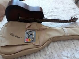 Tanglewood crossroads TWCR T Acoustic travel guitar -whiskey barrel,with case,capo and picks