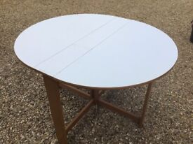 Drop leaf table in excellent condition