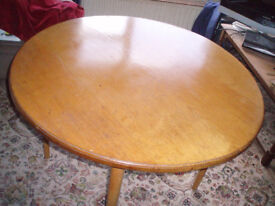 Round dinner table about 104 cm diameter