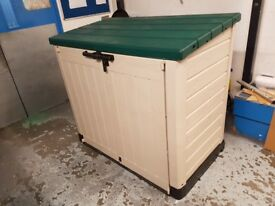 Keter Store-it-out max storage box