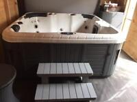Hot tub 6 person excellent condition
