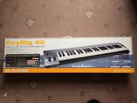 £10 KEYBOARD - MUST COLLECT evening 06/12 only