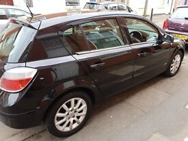Black Vauxhall astra for sale 1.7