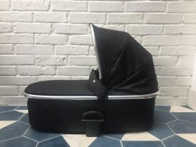 Mamas and Papas URBO 2 Chrome Carrycot Black with Grey interior Hardly used