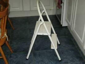 STEEP-LADDER 2 STEP STEEL AS SHOWN **** £ 8 ****