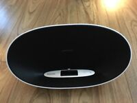 Black & white Phillips iPhone/iPod docking speaker with lightning connection- as new condition