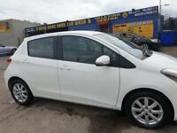 White Toyota Yaris 1.3 2013