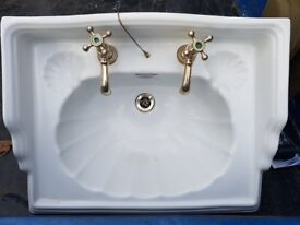 Ceramic sink in very good condition