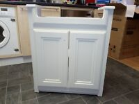 Bathroom vanitity cabinet white Never user is new is in boxe