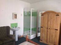 Luxury rooms with ensuite shower to let/for rent from £65pw