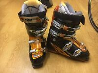 Excellent condition men's size 9 Ski boots and men's ski goggles. Only used once