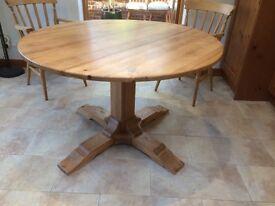 Pine Table, round, pedestal. 122cms diameter
