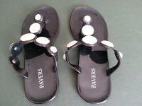 PAVERS ladies size 5 black sandels. Excellant condition