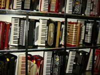 72 bass accordion ( more accordions for sale )