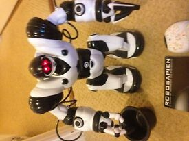 Almost new Robosapien Robot remote control rrp £70 In great excellent condition