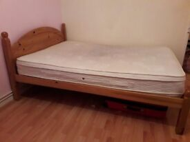 Double Wooden bedframe 4ft 6inch in excellent condition