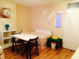 LOVELY BRAND NEW TRIPLE ROOM JULIET BALCONY, 5 MNTS WALK BETHNAL GREEN, OVERGROUND, VICTORIA PARK, A