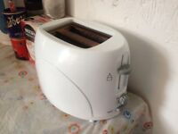 GREAT!!! FULLY WORKING!! TOASTER!!! BARGAIN ONLY £5!!! - Gorgeous!! WHITE FINISH SET!
