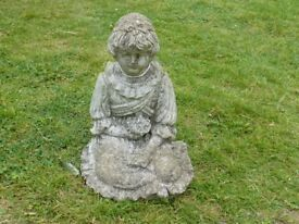 NICE VINTAGE CAST STONE SITTING GIRL GARDEN ORNAMENT 25cm TALL