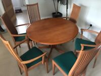 Sapele Hardwood Extendable Dining Tabel and six chairs