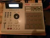 AKAI MPC 2000 XL with 8 outputs
