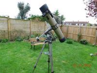 Reflector astronomical telescope.