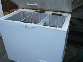 WHITE SMALL 'WHIRLPOOL' CHEST FREEZER. GOOD CONDITION. VIEW/DELIVERY POSS