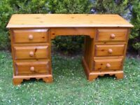 CAN DELIVER - SOLID PINE DRESSING TABLE - DESK IN VERY GOOD CLEAN CONDITION