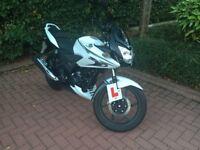 Honda CBF125 Motorbike, Low mileage, White, Great beginners motorcycle