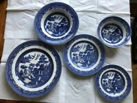 Willow Pattern 5 piece, 6 place setting Dinner Service