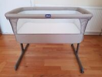 Chicco Next2Me Side Sleeping Crib + additional mattress, sheets – Excellent condition, like new.